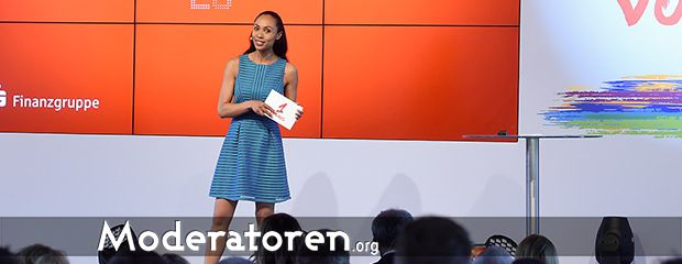 Messemoderatorin Yasmine Blair Moderatoren.org